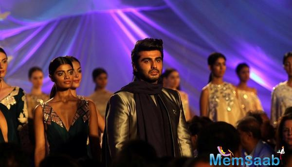 Renowned designer Manish Malhotra kick-started the Lakme Fashion Week (LFW) Summer-Resort 2016 (LFW) with a glamorous off-site show in Mumbai on March 29. And Arjun Kapoor turned show stoppers for the designer.