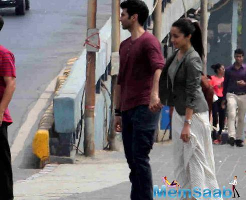 Aditya and Shraddha at Marine Drive, shooting for a sequence of Ok Jaanu