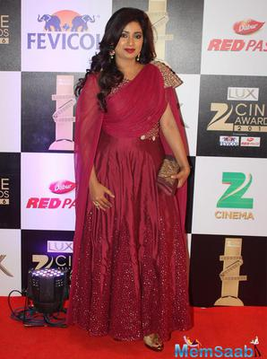 Shreya Ghoshal Wins The Furlenco Best Female Singer Of 2015
