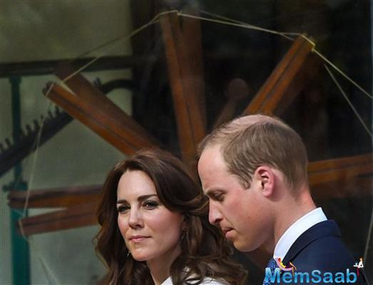 The Duke and Duchess of Cambridge, William and Kate, paid respect to Mahatma Gandhi in Delhi on the second day of their weeklong royal tour of India