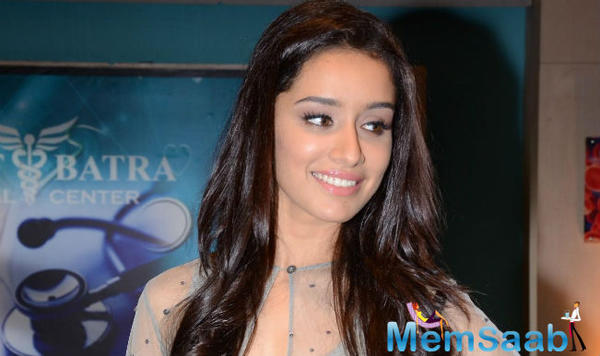 Shraddha Kapoor playing chords in 'Half Girlfriend'