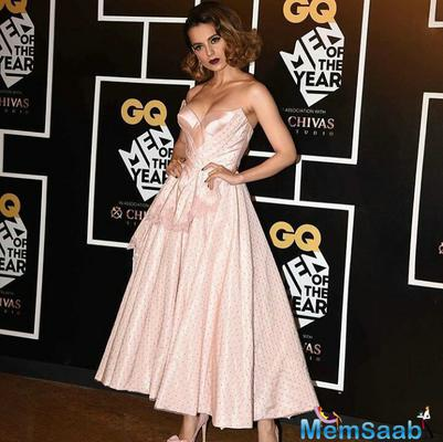Kangana Ranaut was spotted bonding with Ranveer Singh on GQ red carpet