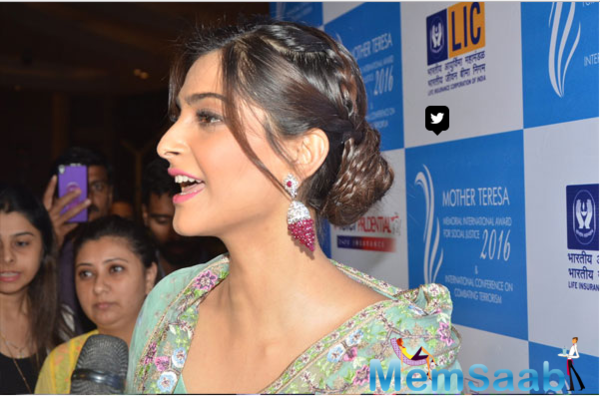 Sonam receives Mother Teresa Award on behalf of Neerja Bhanot family