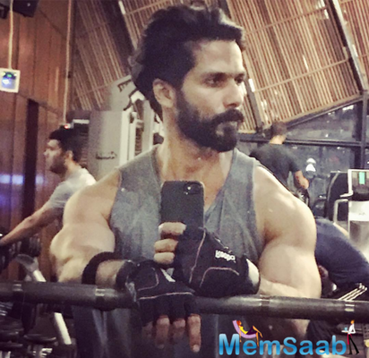 Selfie king Shahid Kapoor sets fitness goals with gym-snap
