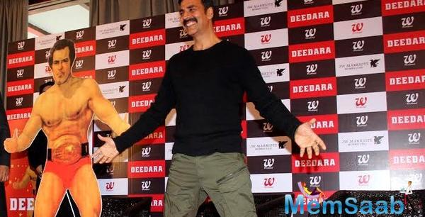 Akshay offers himself up for wrestler's role at a book launch event of Deedara Aka Dara Singh