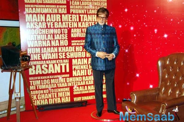 Amitabh mistakes his Delhi Madame Tussauds wax statue for a photograph