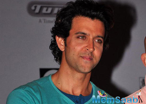 On his 43rd birthday, Hrithik signed the eye donation form of Aditya Jyot Eye Bank to pledges his eyes after his death.
