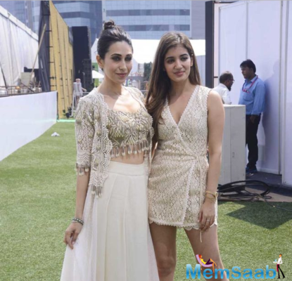 Karisma Kapoor stuns as showstopper for Arpita Mehta at the Lakme Fashion Week