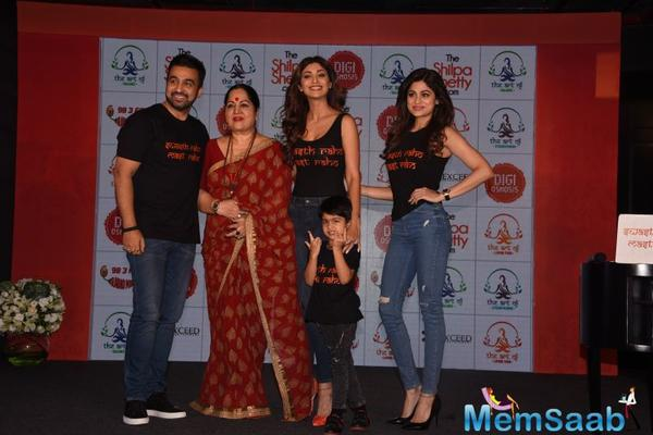 Her family member, including hubby Raj Kundra, sis Shamita Shetty, mother Sunanda and her cute son Viaan also attended the event.