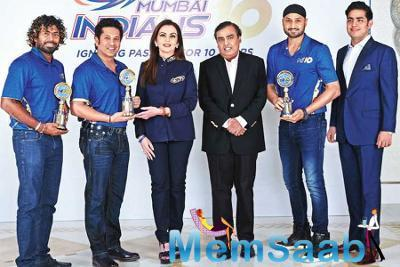 Nita-Mukesh Ambani celebrates MI's 10 years: felicitated Sachin, Harbhajan and Lasith Malinga