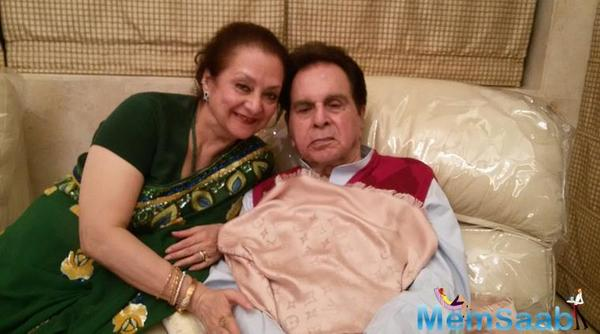 Punjab Association gives a Lifetime Achievement award upon Dilip Kumar