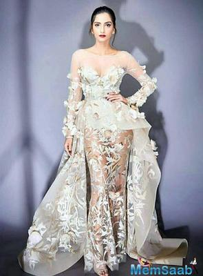 Is Sonam Kapoor defending Priyanka Chopra's style statement?