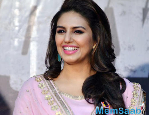 Wow! Huma Qureshi will romance with superstar Rajinikanth in his next