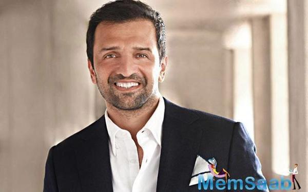 Fashion photographer-turned-producer Atul Kasbekar has started his producing venture with Sonam Kapoor-starrer Neerja.