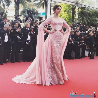 On the crimson carpet, Sonam also posed with Andie MacDowe and Araya Hargate, even as Loreal Paris India tweeted,