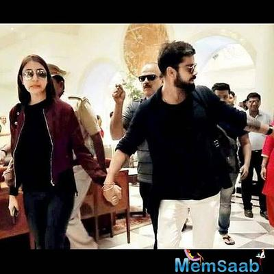 However, Anushka Sharma, who also reached New York to attend IIFA, was spotted taking a hassle-free stroll on the streets of New York with alleged beau, Indian Cricket team skipper- Virat Kohli.