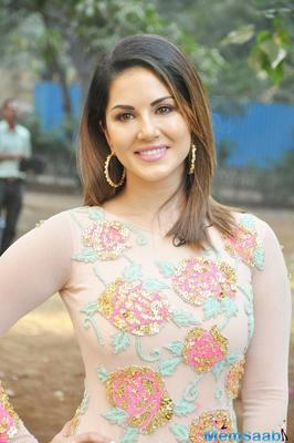 Sunny Leone will be Sanjay Dutt's dancing girl in 'Bhoomi'