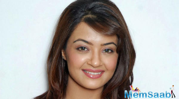 Hate Story 2 girl Surveen Chawla to star in Saif Ali Khan's web series 'Sacred Games'?