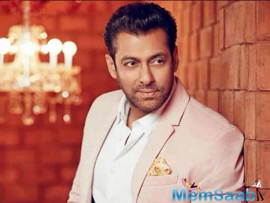 Salman Khan unveils his first look of Race 3