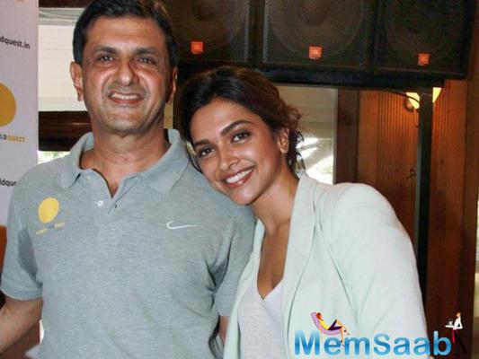 Ranveer Singh 's memorable selfie with Deepika Padukone's father Prakash Padukone