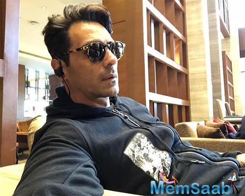 Esha Gupta to reunite with Arjun Rampal in 'Paltan'