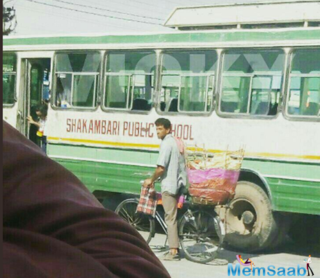 Hrithik Roshan has gone completely non-glam, sells papad on the sets of Vikas Bahl's Super 30