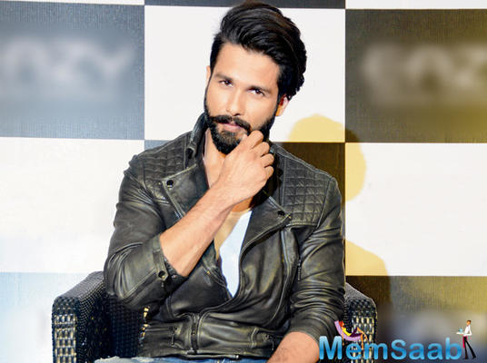 Shahid Kapoor star in remake of iconic Manoj Kumar classic Woh Kaun Thi?