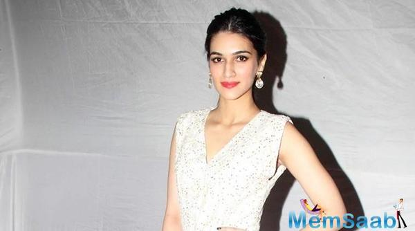 Housefull 4: Kriti Sanon joins Akshay Kumar, Bobby Deol and Riteish Deshmukh