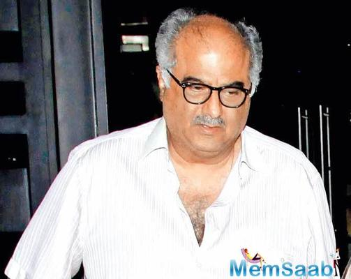 Emotional moment for Boney Kapoor and Daughters Janhvi and Khushi
