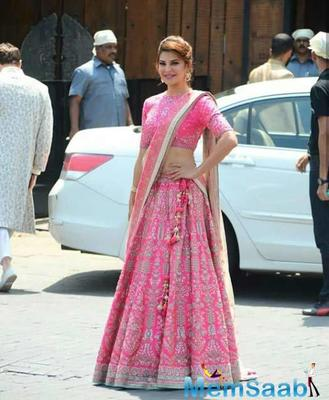 In this pic Jacqueline Fernandez looks hot in Pink Dress which she wore at the wedding.