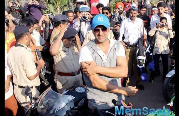 Akshay Kumar turned 'traffic policeman' to save lives
