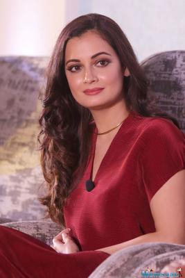 Dia Mirza buys iconic mother india poster priced over a lakh for Sanjay Dutt