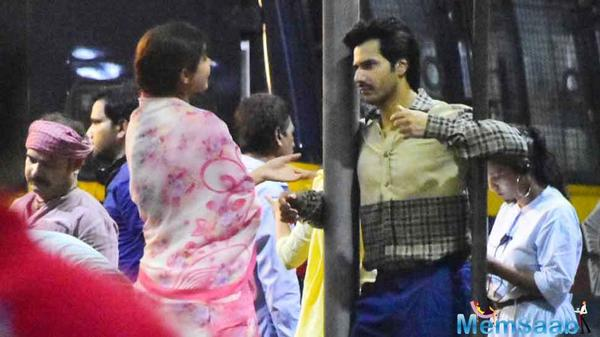 Convey a look: Varun Dhawan, Anushka Sharma shoot on Mumbai streets for Sui Dhaaga.