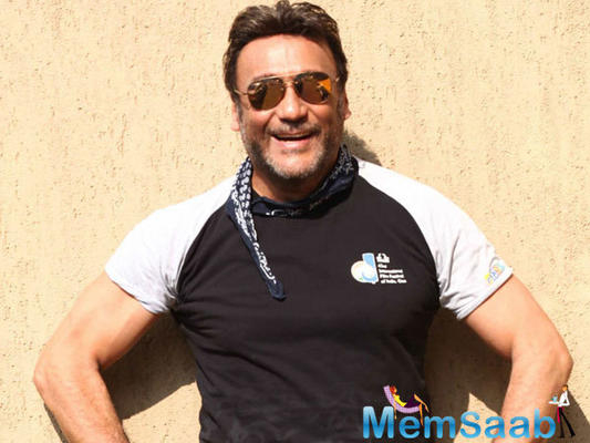 Bindaas Bhidu Jackie Shroff plays traffic cop; directs Lucknow traffic