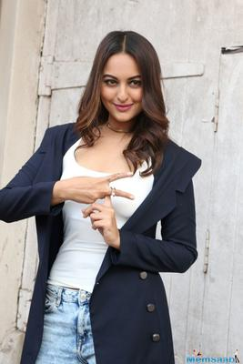 Sonakshi Sinha is doing an item number in Indra Kumar's comic caper, Total Dhamaal