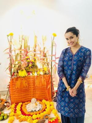 Shraddha Kapoor takes day off, celebrates Ganesh Chaturthi with grandparents