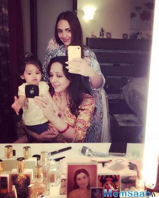 Esha Deol shares a mirror selfie, which has Hema Malini holding her granddaughter Radhya