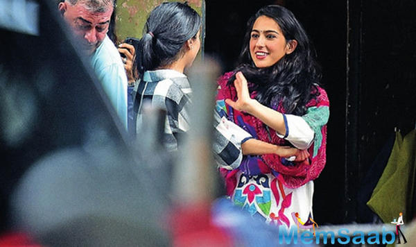 Kedarnath star Sara Ali Khan wants to imbibe stepmom Kareena Kapoor's professionalism