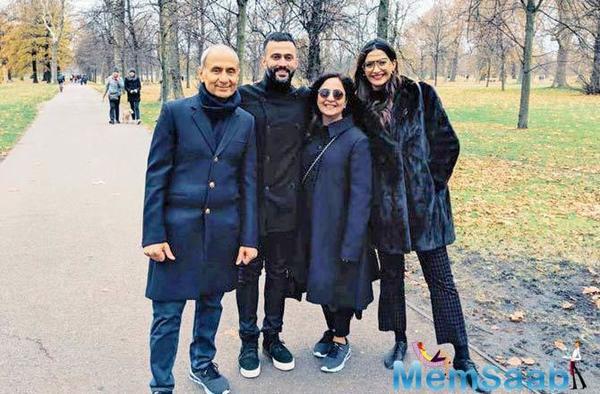 Sonam Kapoor is having a Fam-Jam in London