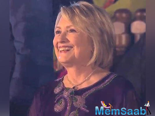 In a recent Twitter video, Clinton, who was dressed in Indian attire, can be seen grooving with SRK to hit Bollywood music like 'Lets Nacho,' 'Abhi Toh party shuru hui hai,' 'Tune Marri Entry,' 'Jumme Ki Raat' and many others.