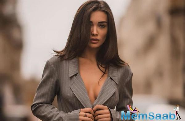 Amy Jackson's jaw-dropping picture is setting the internet ablaze