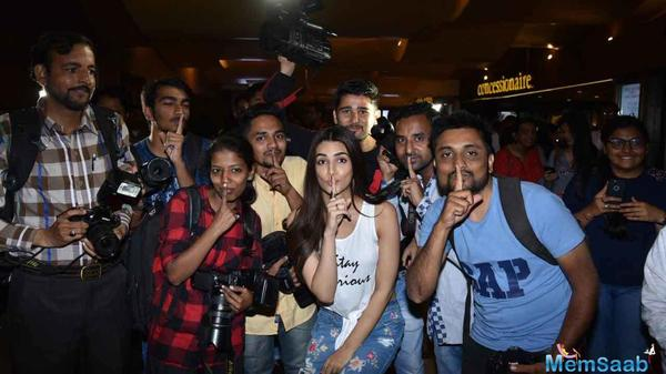 Kriti Sanon witnesses mass uproar as she sets out for a theater visit