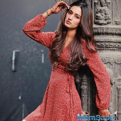 Kasautii Zindagii Kay star Erica Fernandes teases fans with a BTS picture from a photoshoot