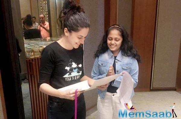 Taapsee Pannu meets a fan in Pune, receives a sweet handwritten note