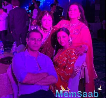 Suhana Khan is drop-dead gorgeous in a saree at a family wedding