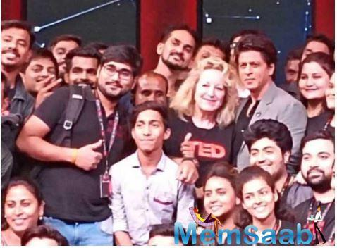 Bollywood superstar Shah Rukh Khan recently took to his social media handles to share a picture with the entire team of TED talksIndia.
