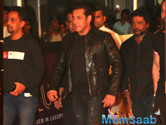 Apparently, the incident took place after Bharat special screening, held for industry insiders at a popular multiplex in Lower Parel, Mumbai. In the viral video, Salman can be seen exiting a cinema through a sea of fans.