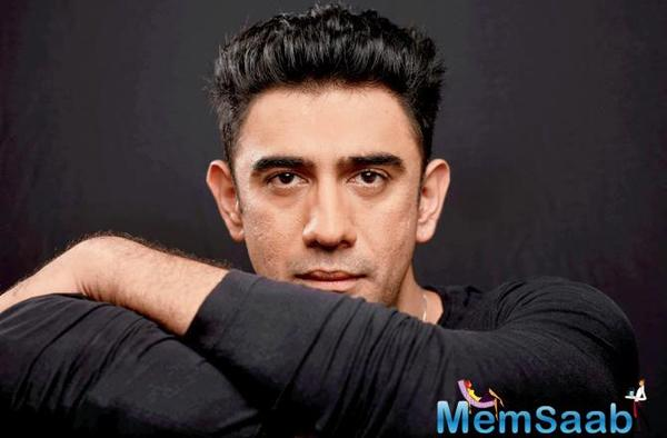 Amit Sadh, who will have a special appearance in Super 30, talks about his co-star Hrithik Roshan.