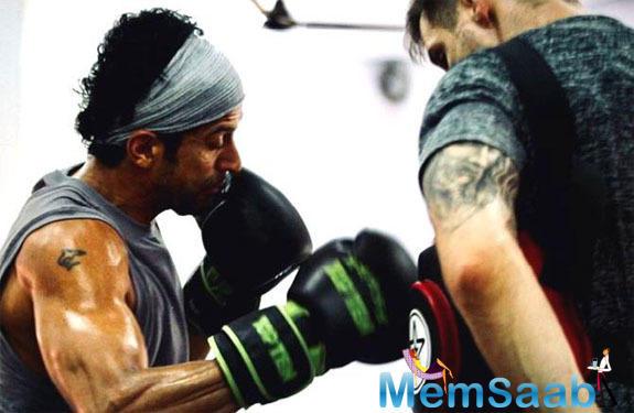 A sneak peek into Farhan Akhtar's workout sessions for Toofan