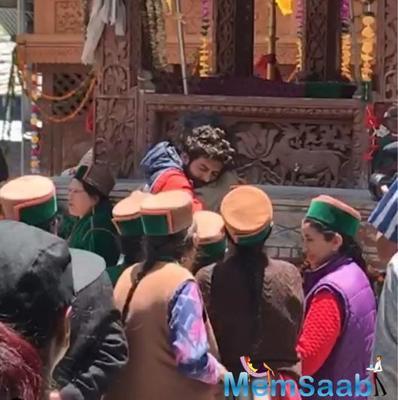 Kartik Aaryan tears up as he hugs Imtiaz Ali after they shoot the last scene of the film in Himachal
